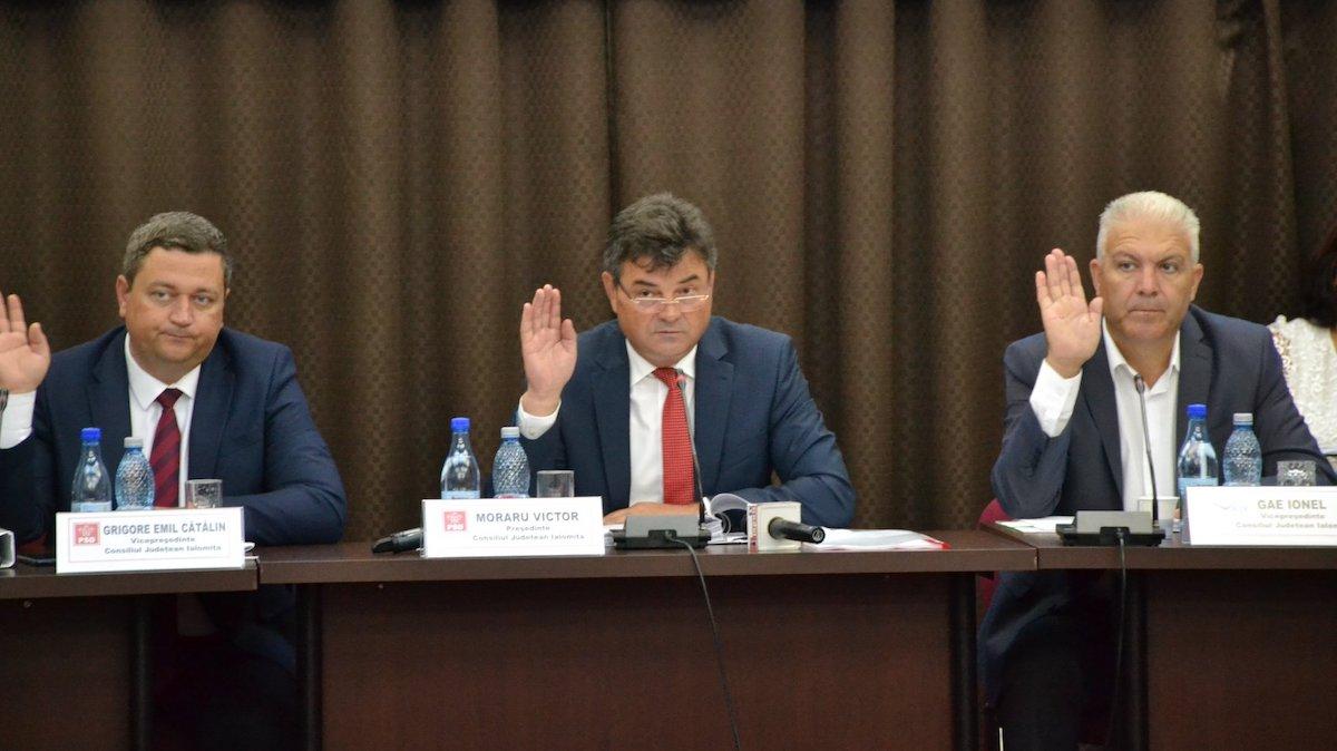 Victor Moraru, președintele Consiliului Județean Ialomița și cei doi vicepreședinți ai săi, Emil Cătălin Grigore și Ionel Gae. FOTO CJ Ialomița