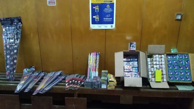 Materialele pirotehnice confiscate la Vama veche din mașina unui ialomițean. FOTO Poliția de Frontieră Vama Veche