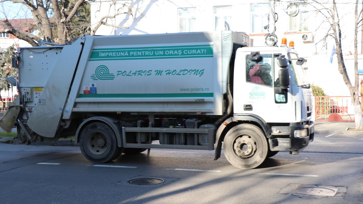 Mașină de gunoi a Polaris M Holding în Slobozia. FOTO Adrian Boioglu