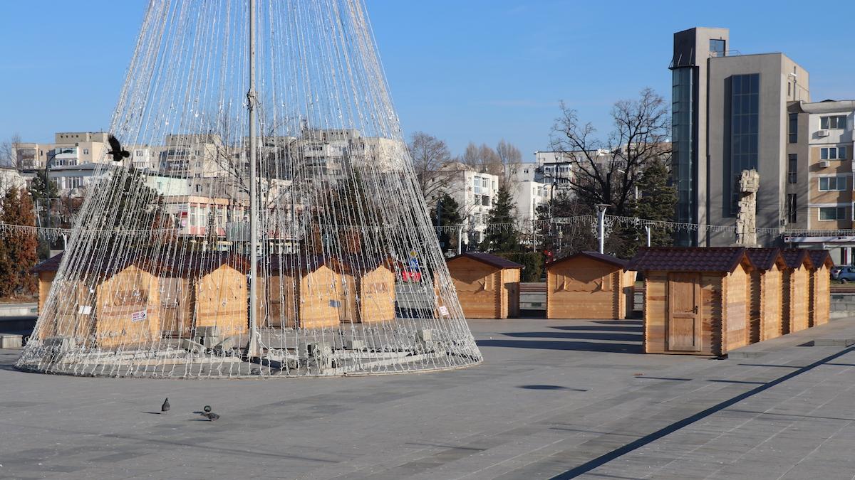 Decorațiuni de iarnă în centrul municipiului Slobozia. FOTO Adrian Boioglu