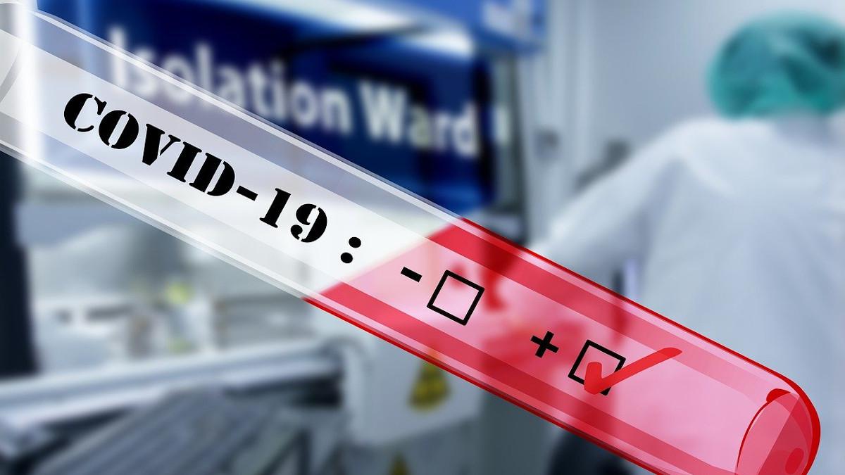 Treisprezece elevi și cinci cadre didactice, confirmați cu coronavirus de la reînceperea școlii