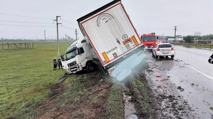 Accident rutier pe raza municipiului Urziceni, pe DN2. FOTO ISU Ialomița