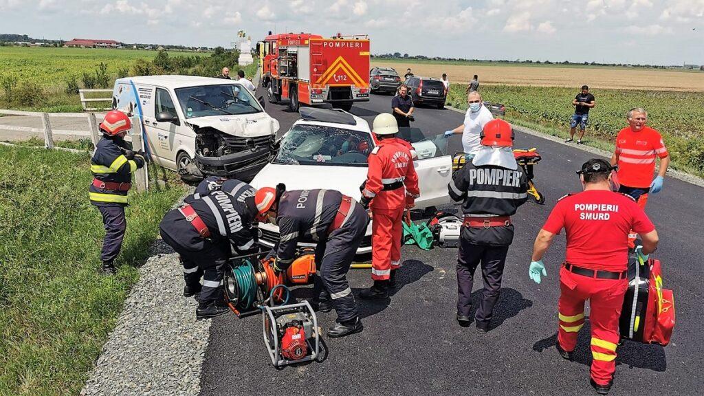 Trei răniți într-un accident rutier produs la ieșire din Slobozia. FOTO ISU Ialomița