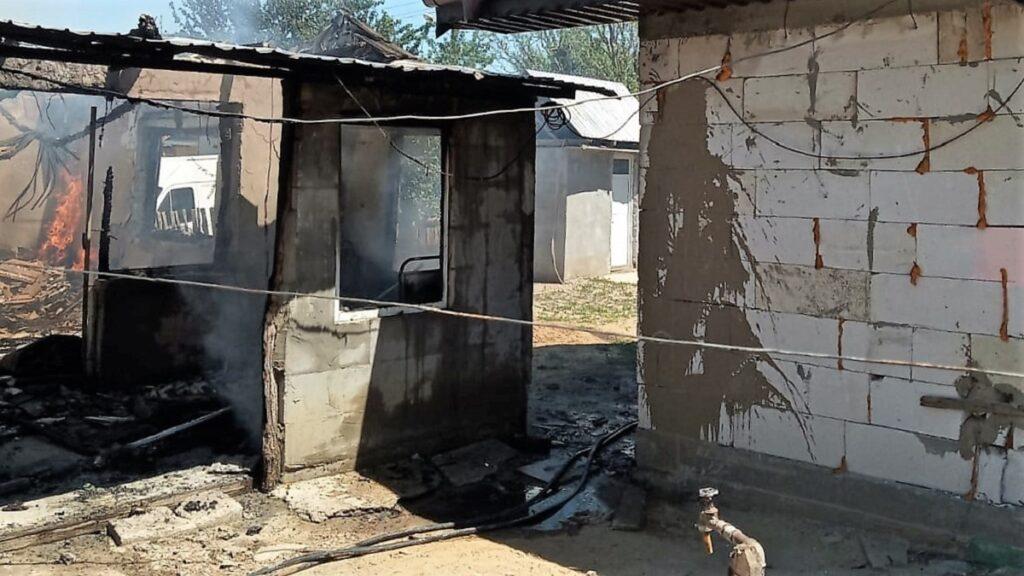 Incendiu la o anexă gospodărească din localitatea Săveni. FOTO ISU Ialomița