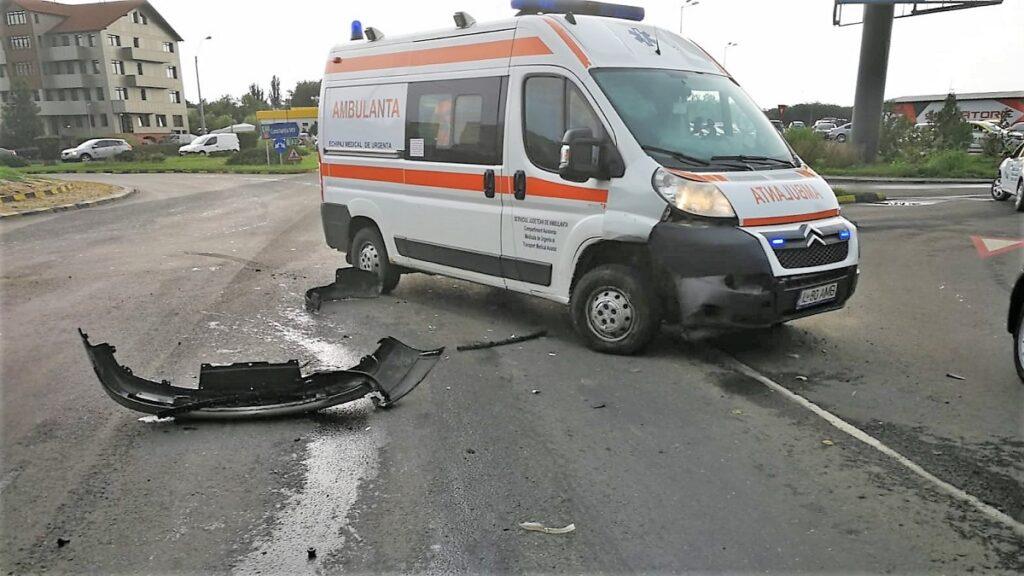 Ambulanță în misiune, implicată într-un accident în Slobozia. FOTO IPJ Ialomița