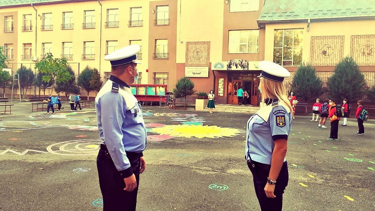 Polițiștii ialomițeni, alături de elevi la începutul noului an școlar