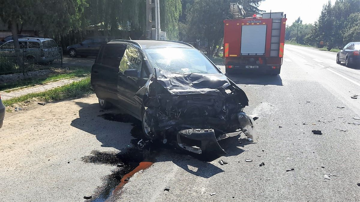 Doi răniți într-un accident rutier produs, între un autoturism și un autotren, în comuna ialomițeană Balaciu