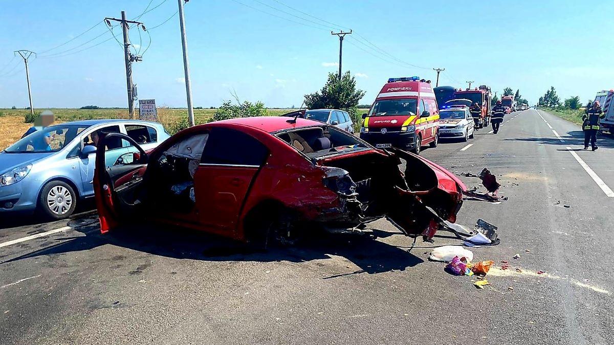 Patru persoane, între care doi copii, rănite în două accidente rutiere petrecute, duminică, pe DN 2, în județul Ialomița