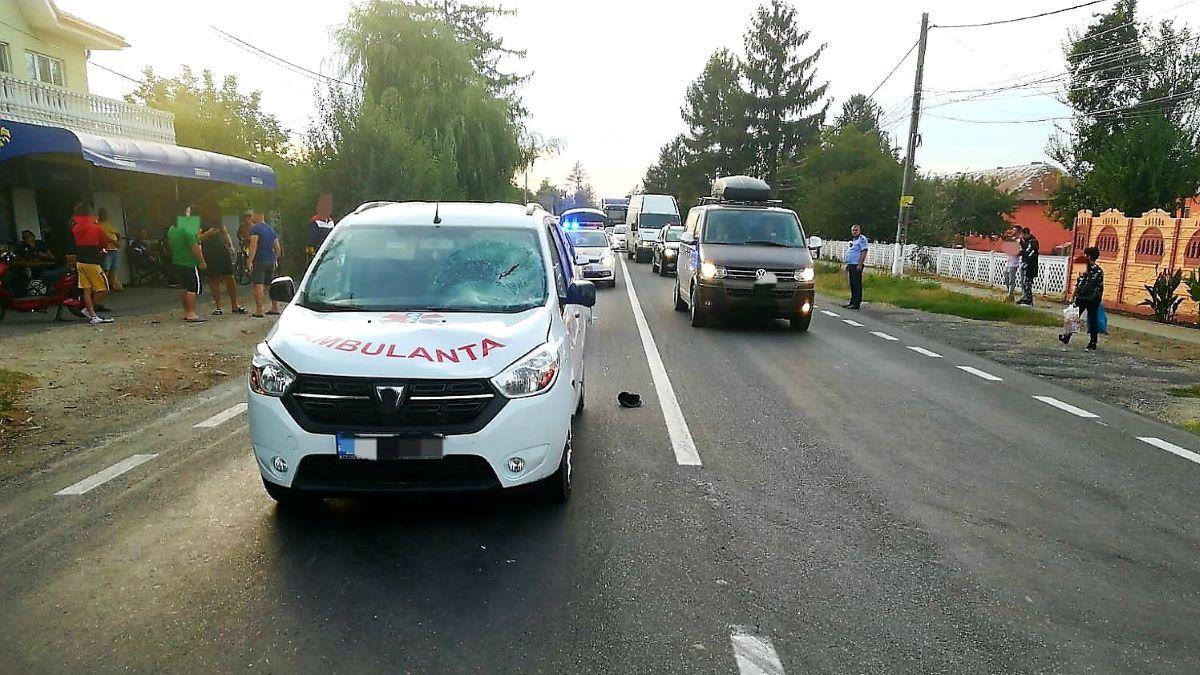 Pieton lovit de o ambulanță privată, în localitatea ialomițeană Malu. Bărbatul a ajuns la spital